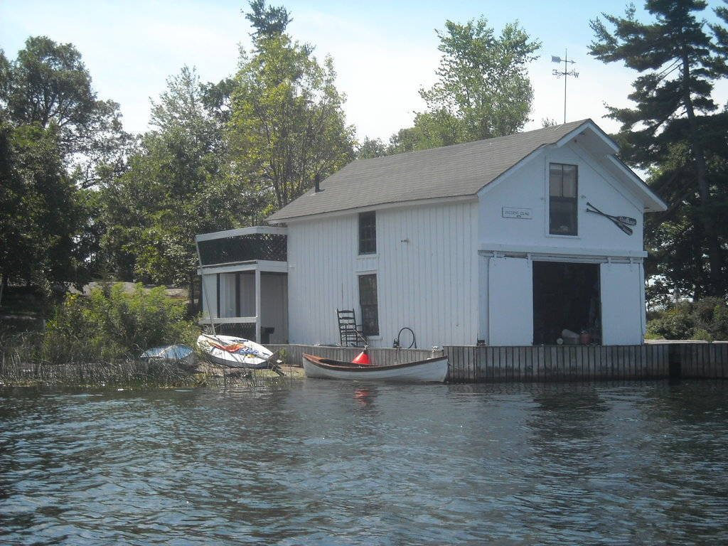 Island Boat House Bed and Breakfast