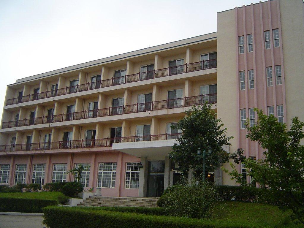 Sariwon 3.8 Hotel
