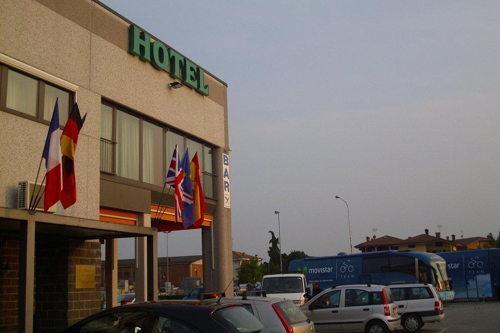 ホテル アーリ アルテニ