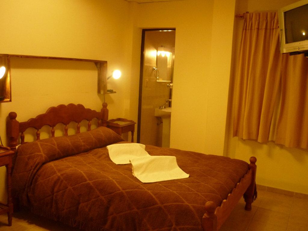 El Montanes Hotel