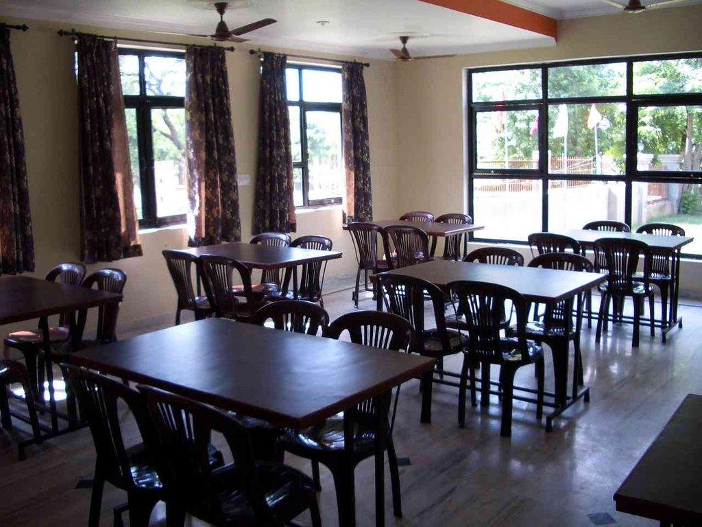 Gaurav Hotel Goverdhan