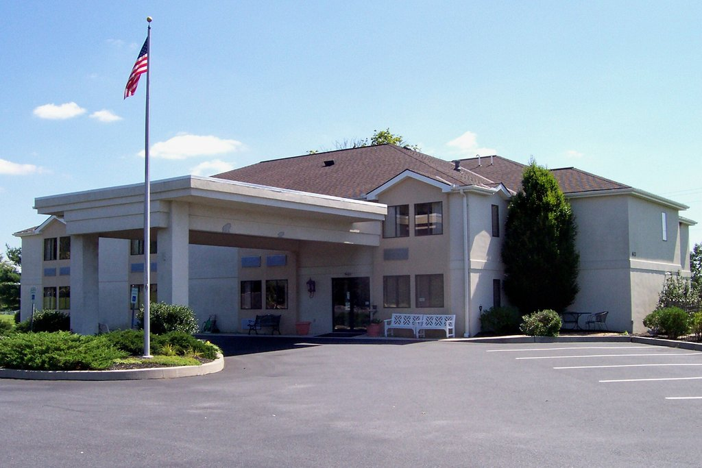 ‪Warwick Inn & Suites‬
