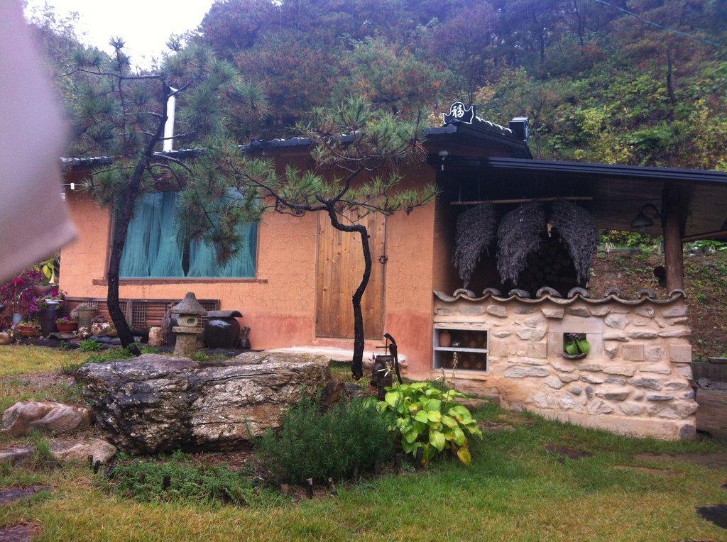 Bongjeongsagil 200 Guesthouse