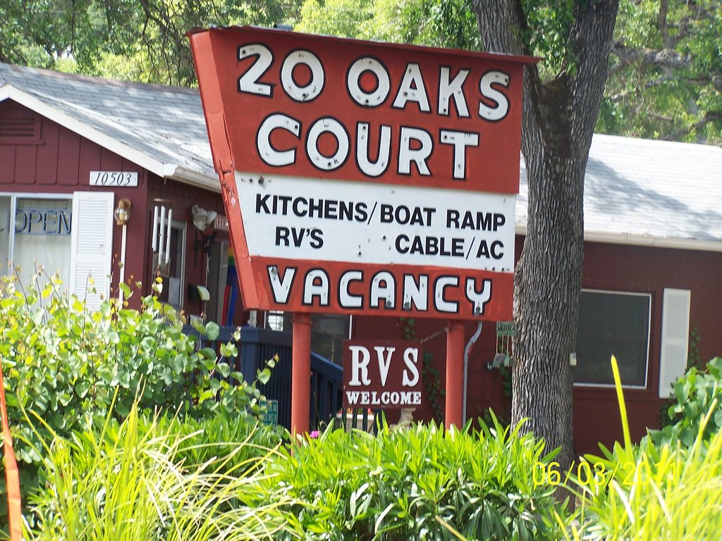 20 Oaks Cottages & RV Park