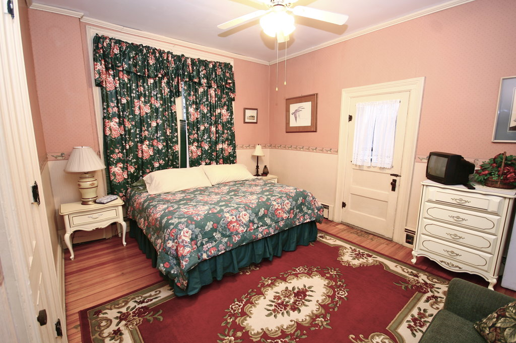 1880 House Bed & Breakfast