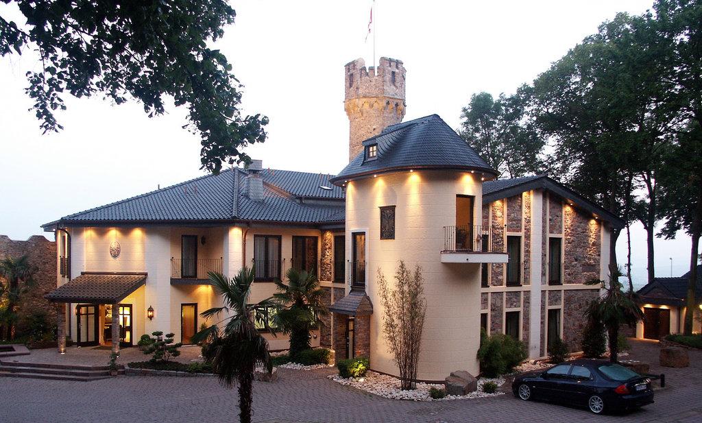 Relais & Chateaux Hotel Burg Schwarzenstein