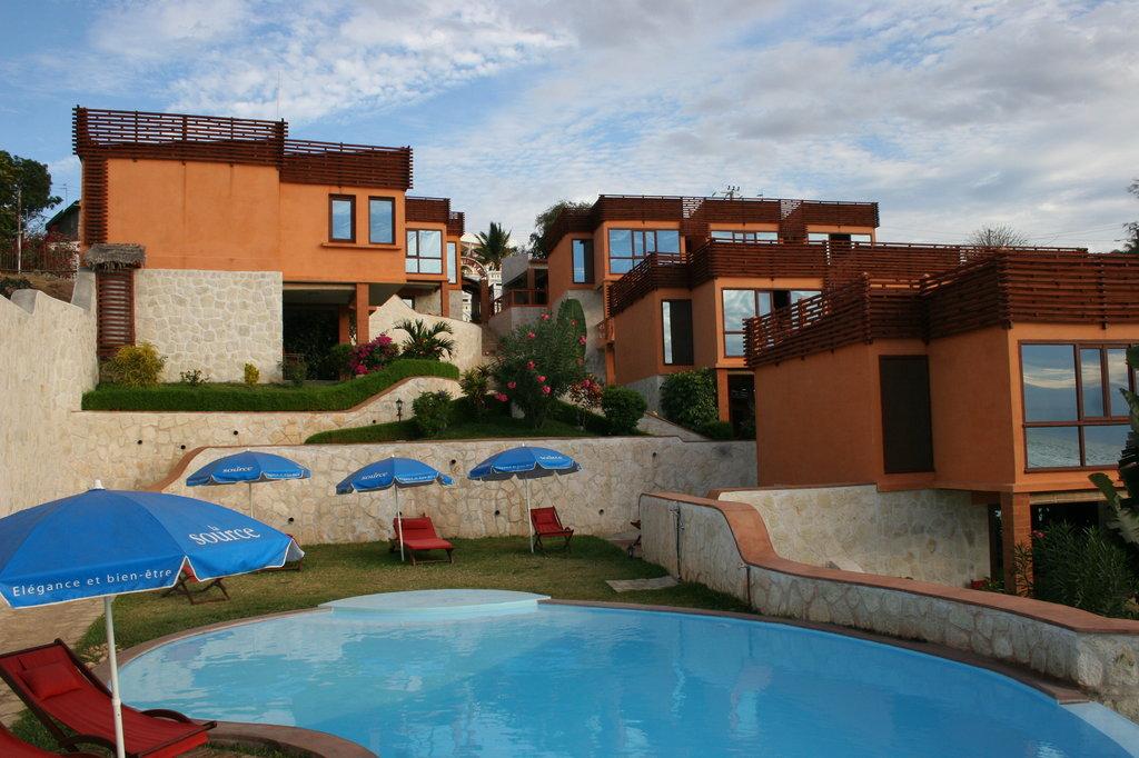 Karibu Lodge