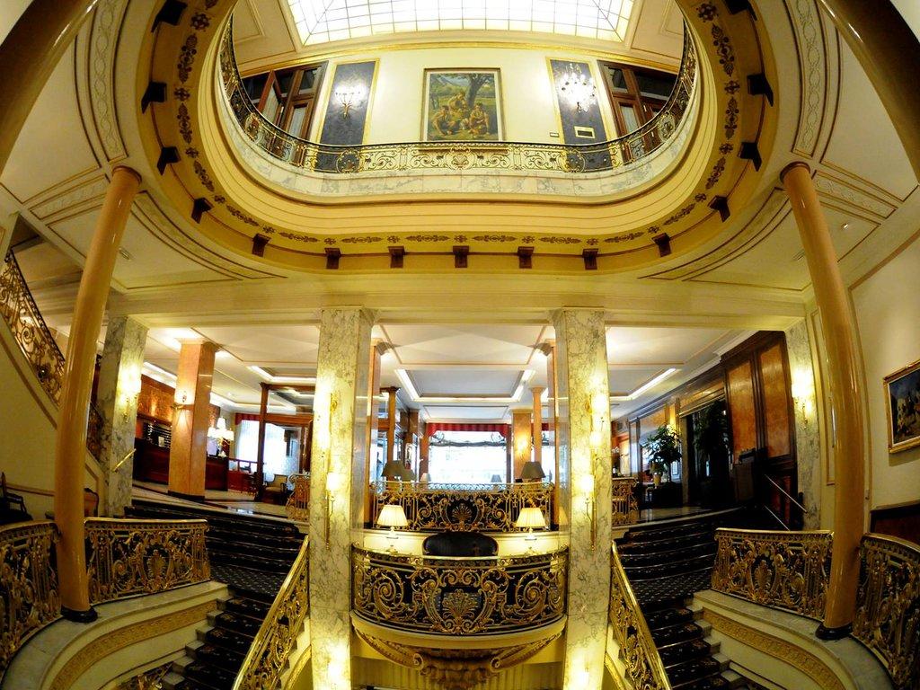 阿維尼達皇宮酒店