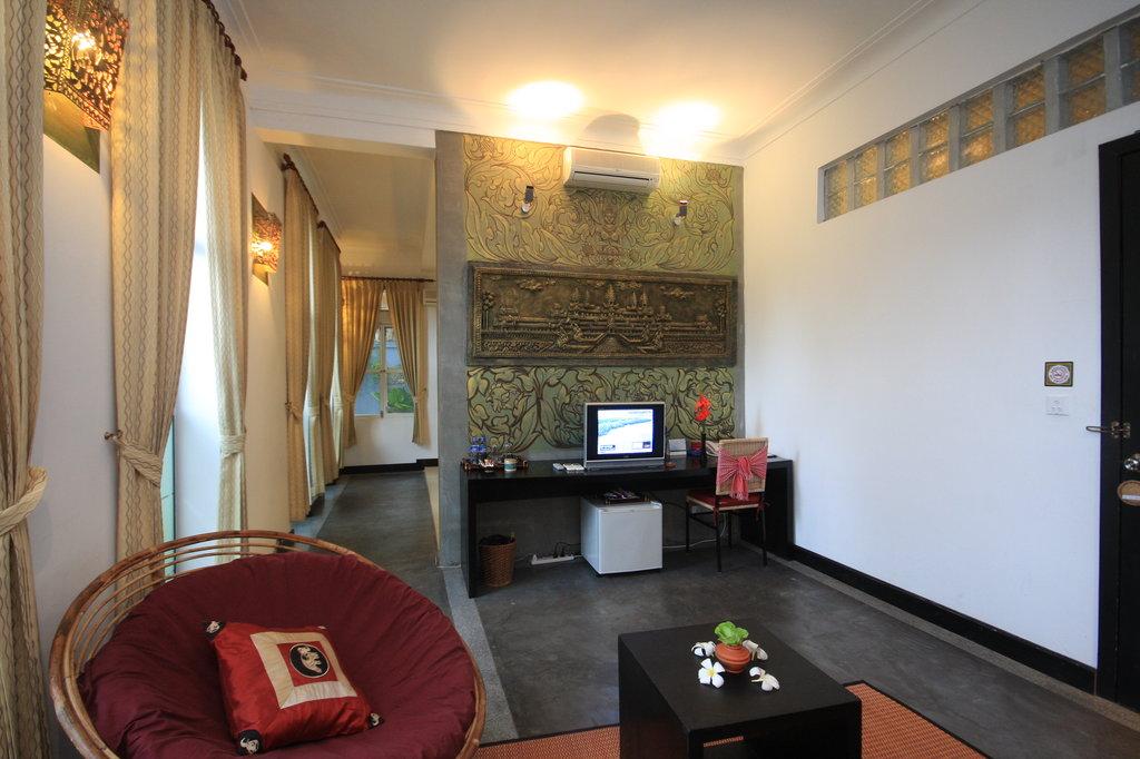 The Frangipani Villa - 90s Hotel