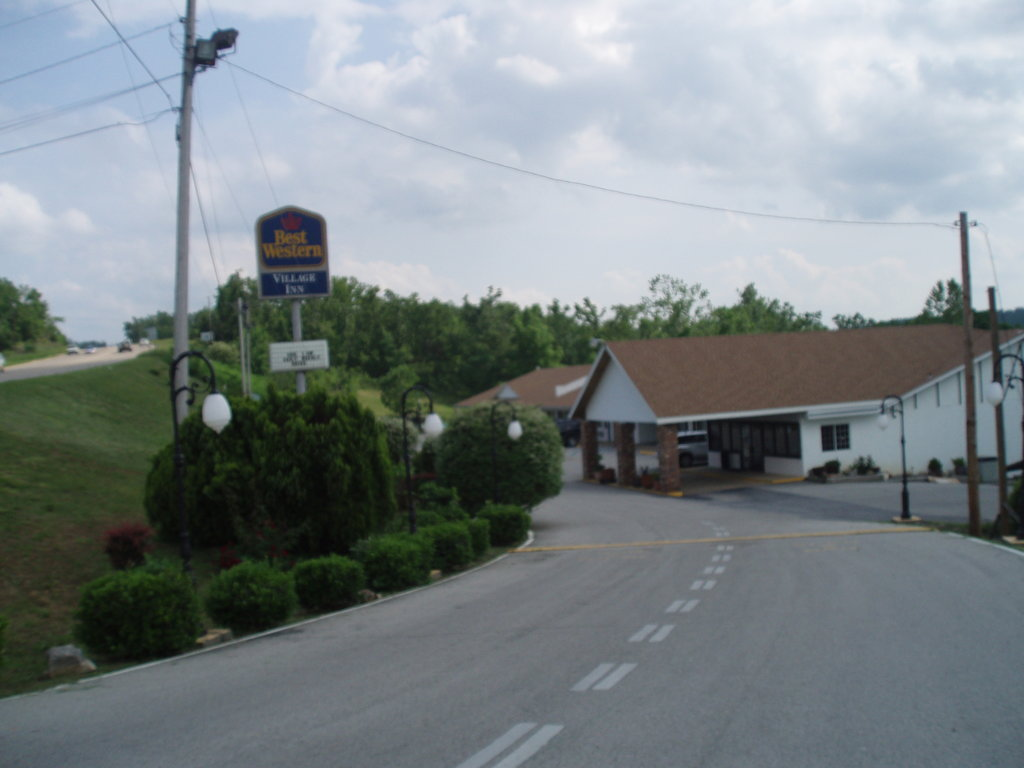 ‪BEST WESTERN Village Inn‬