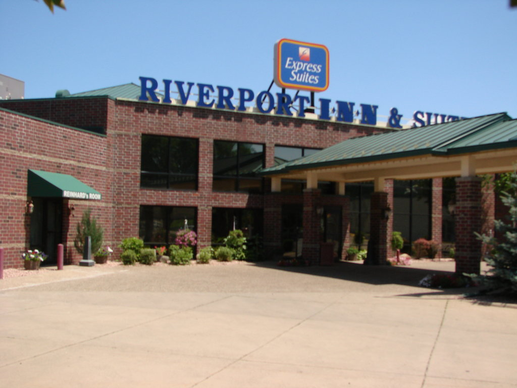 Riverport Inn Express Suites