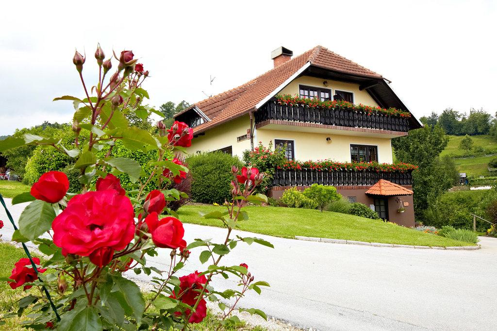 Urska Tourist Farm