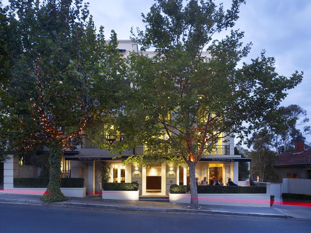 里阿爾酒店