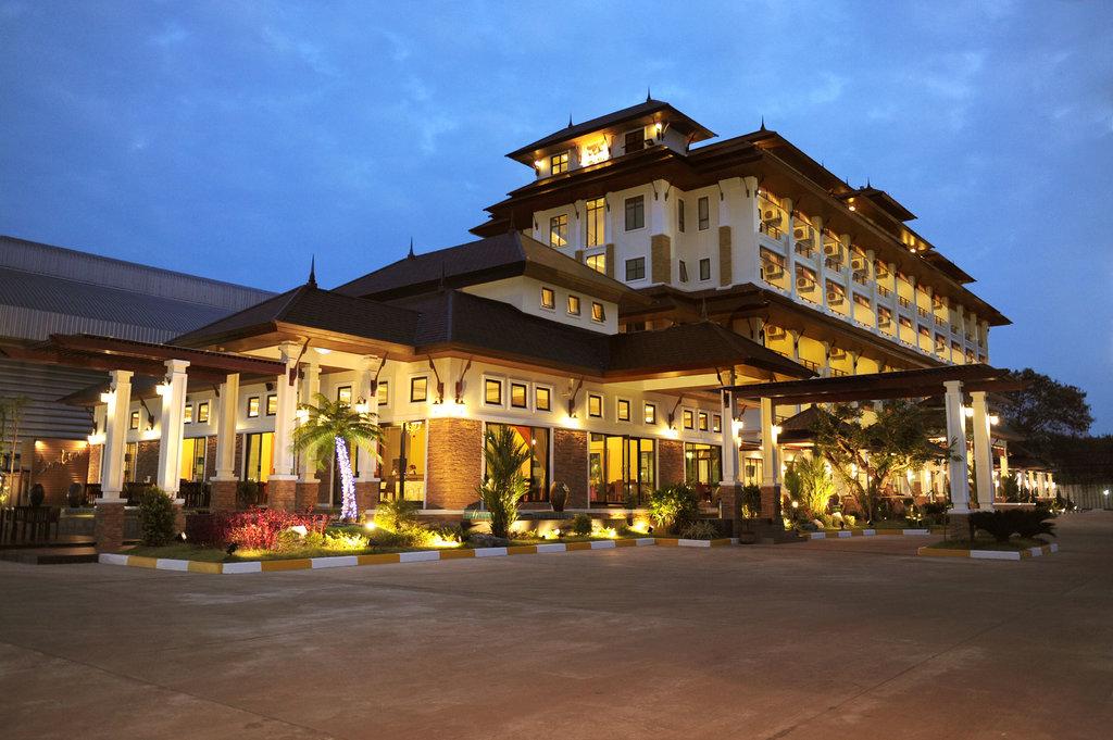 โรงแรม รอยัล นาคารา