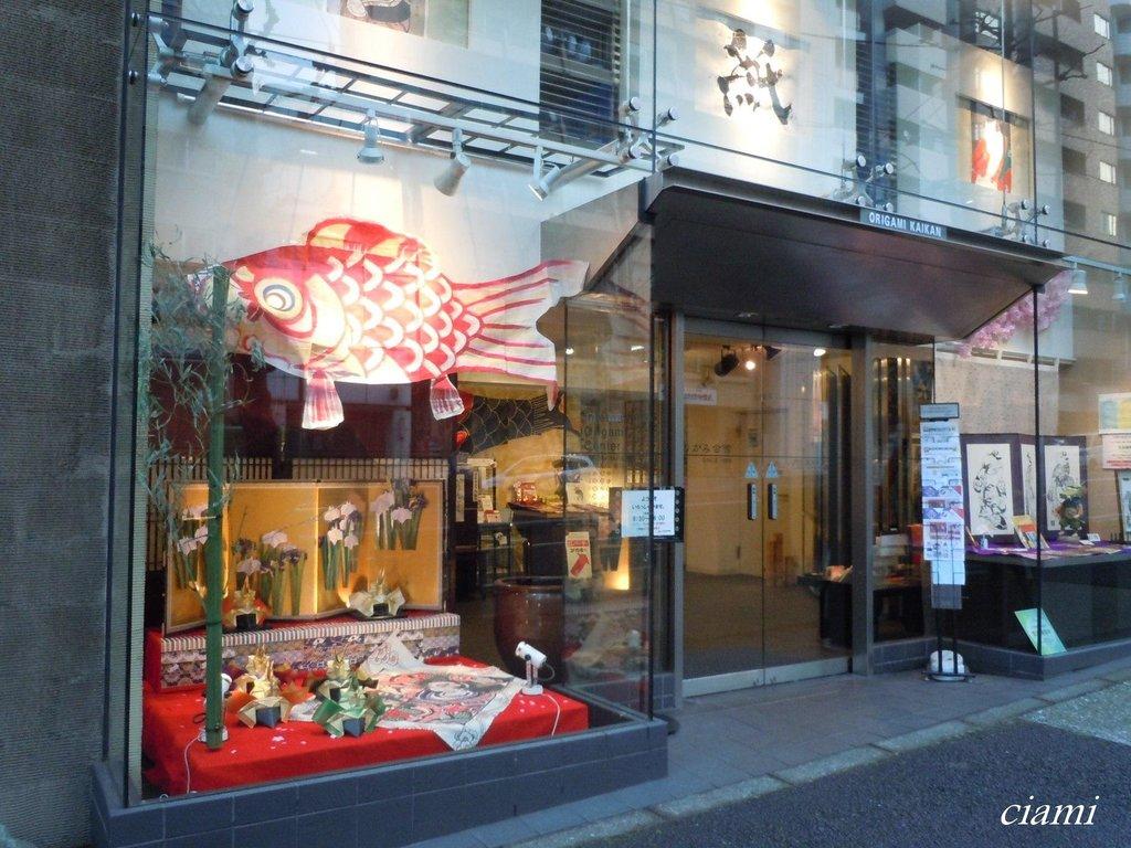 13- TOKYO - CAFES / BARS et LIEUX ATYPIQUES Caption