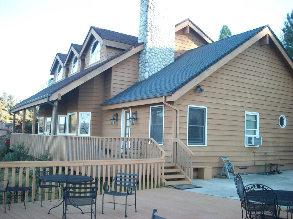 Tucker Peak Lodge