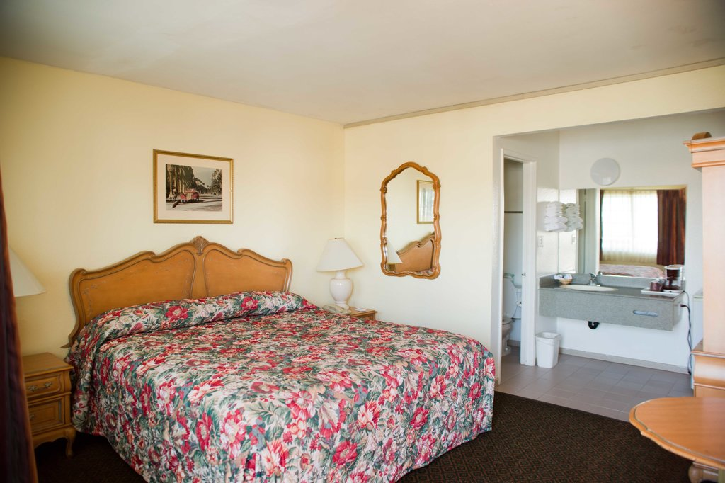 Travelodge Fullerton Near Anaheim