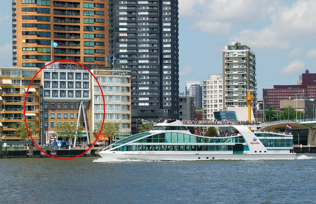鹿特丹海上酒店