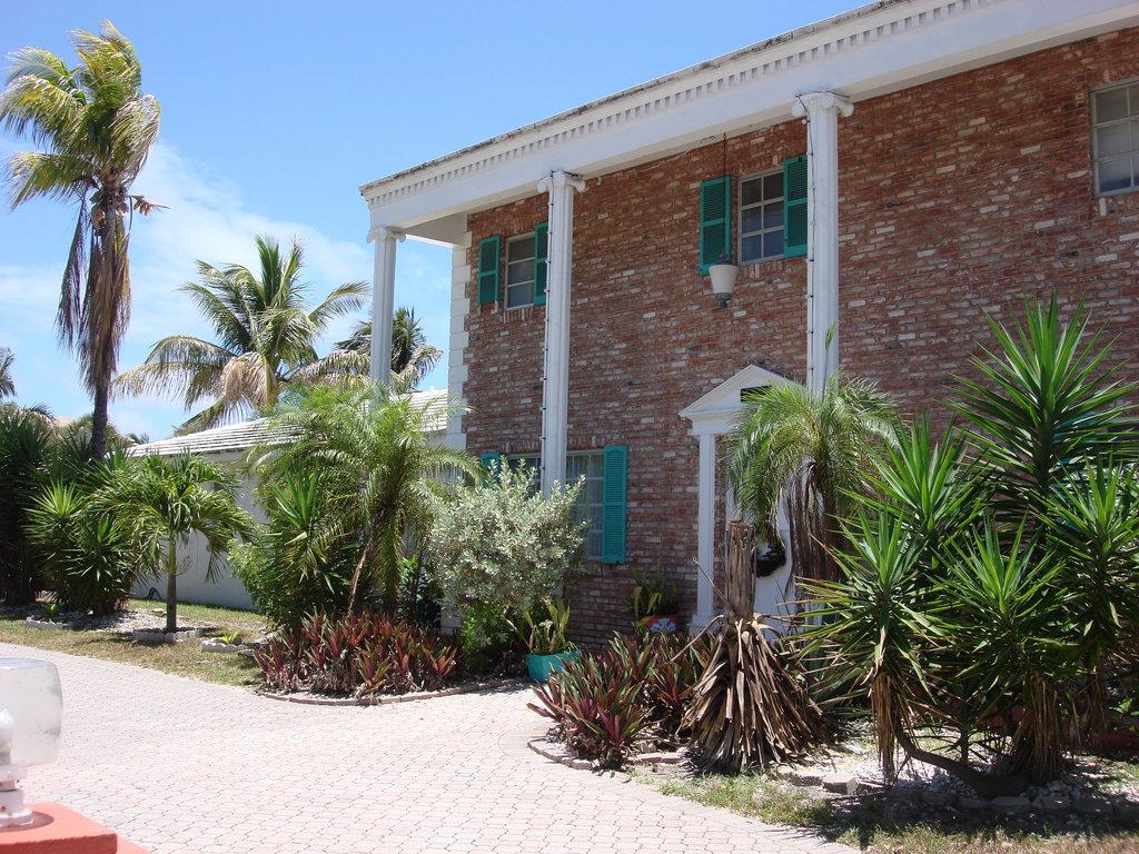 Phoenix Beach House & Beach Apartments