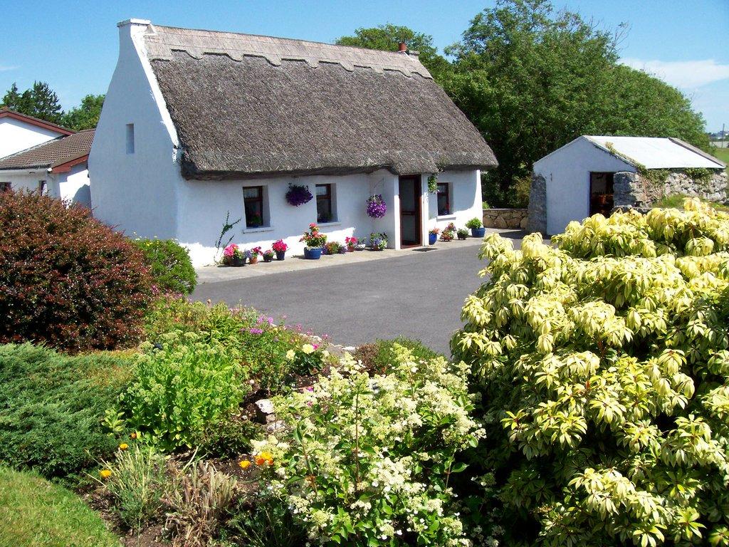 An Caladh Gearr Thatch Cottage B+B