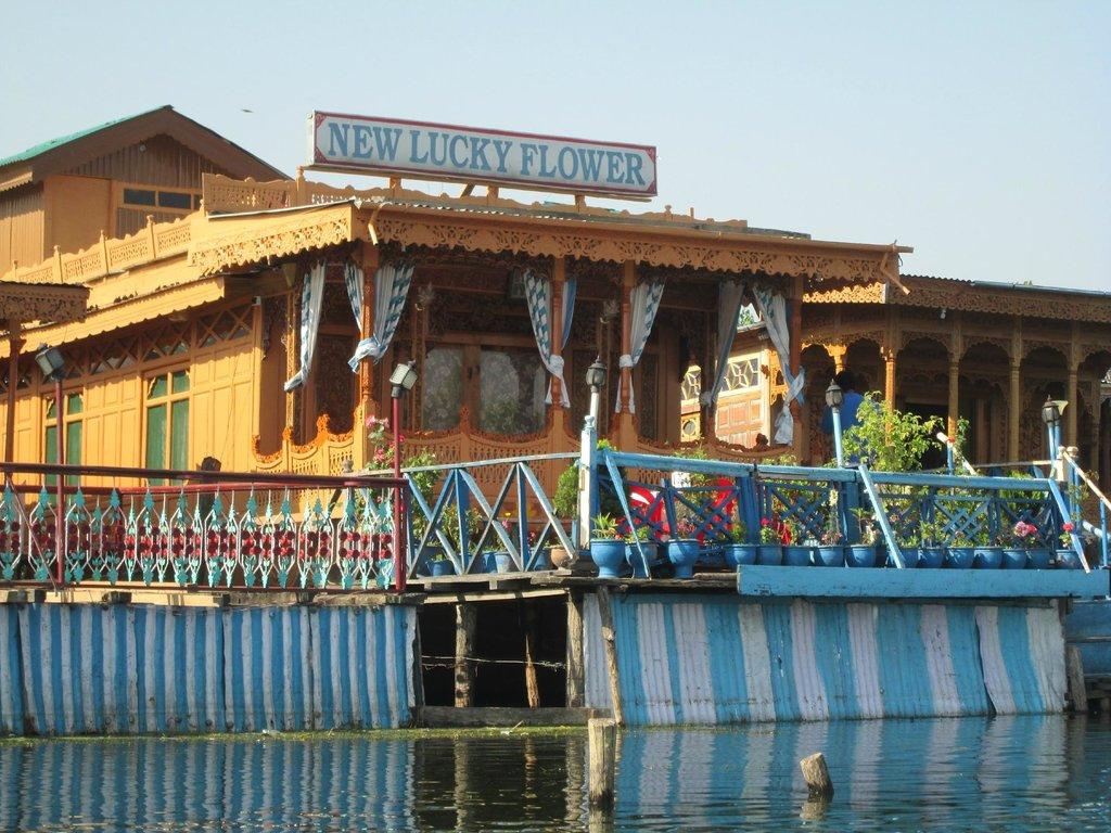 New Lucky Flower House Boat