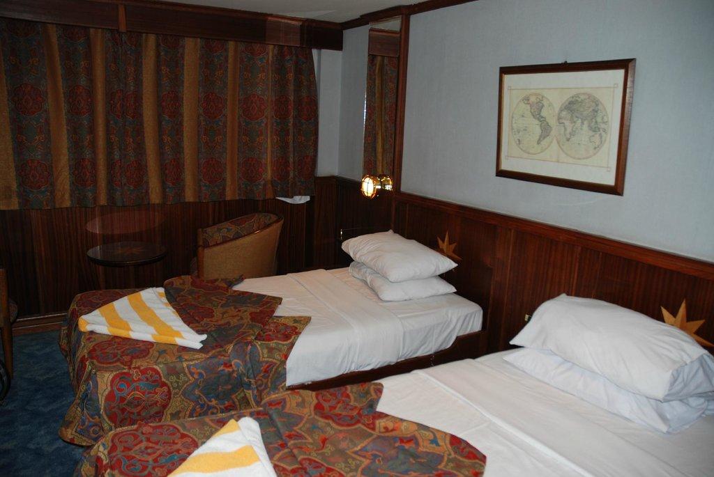 Bateau Hotel Tarot
