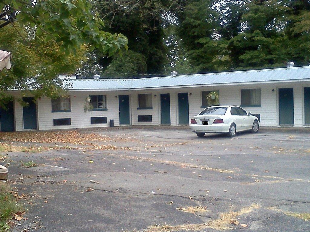 Midland Trail Motel