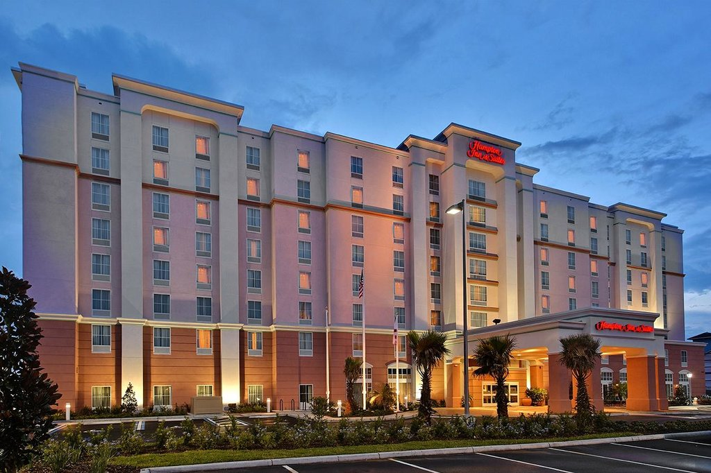‪Hampton Inn & Suites Orlando Airport at Gateway Village‬
