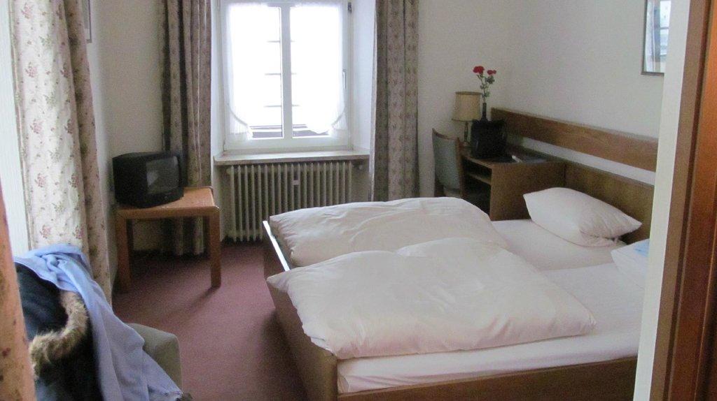 """Hotel Restaurant """"Weinstuben Hieronimi"""""""