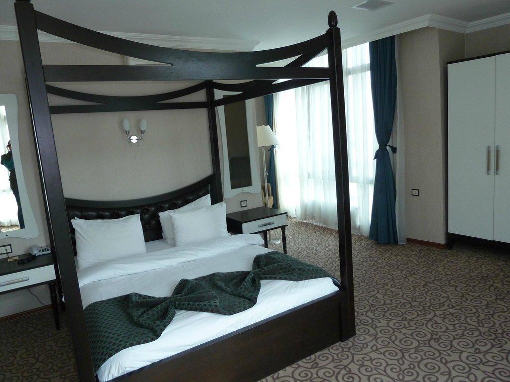 Grand Ani Hotel