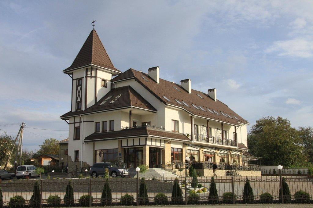 Status Hotel