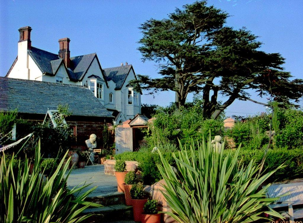 Wollaston Lodge Bed & Breakfast