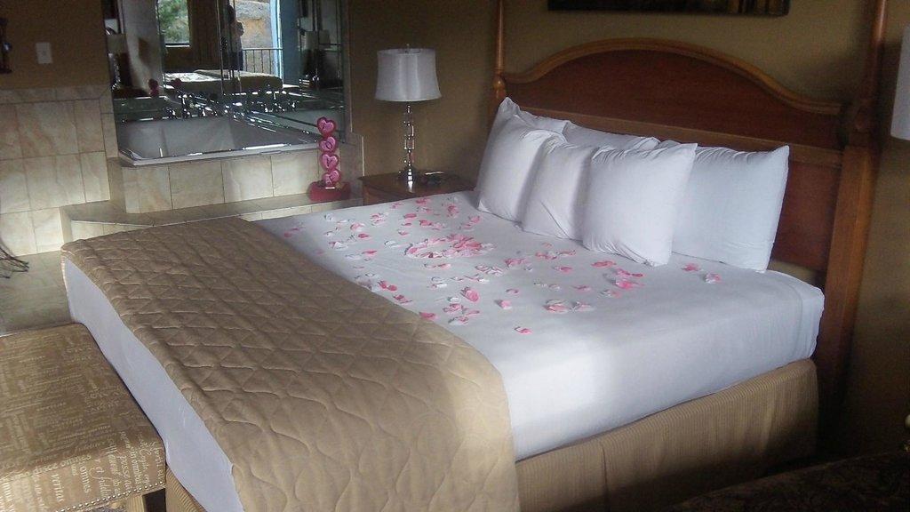 Gadsden Inn & Suites