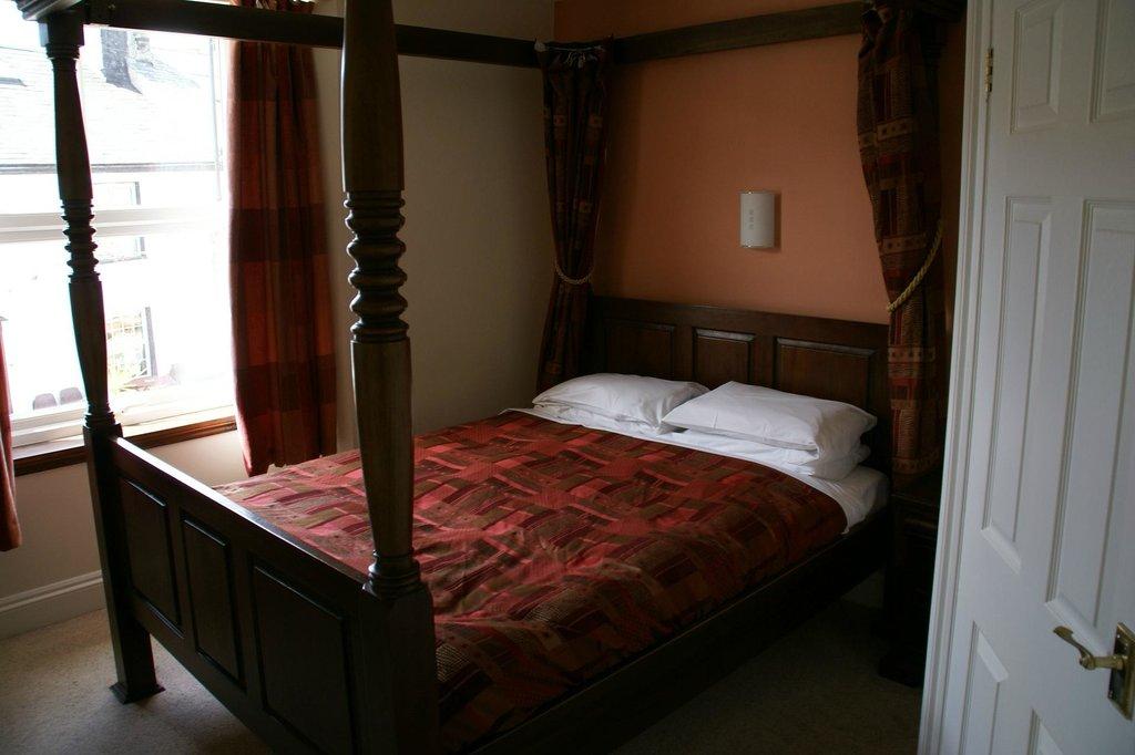 Tavistock Arms Hotel