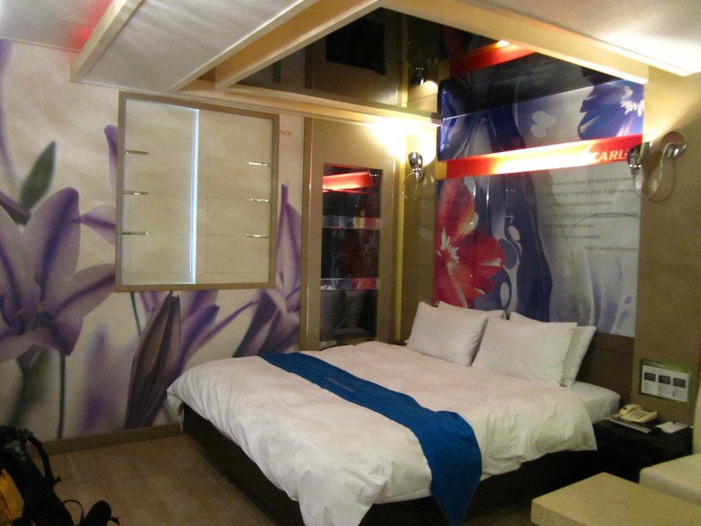 Icarus Motel