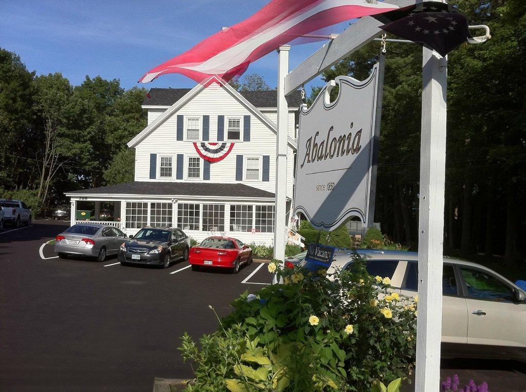 Abalonia Inn