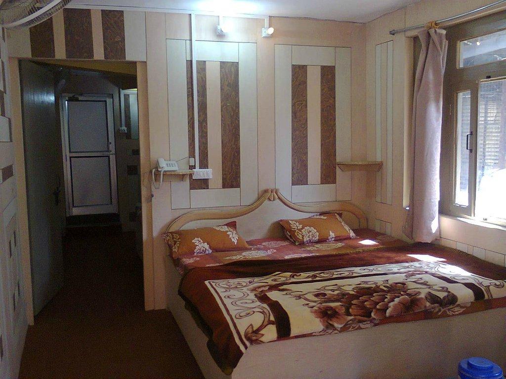 Hotel Coronation Nainital