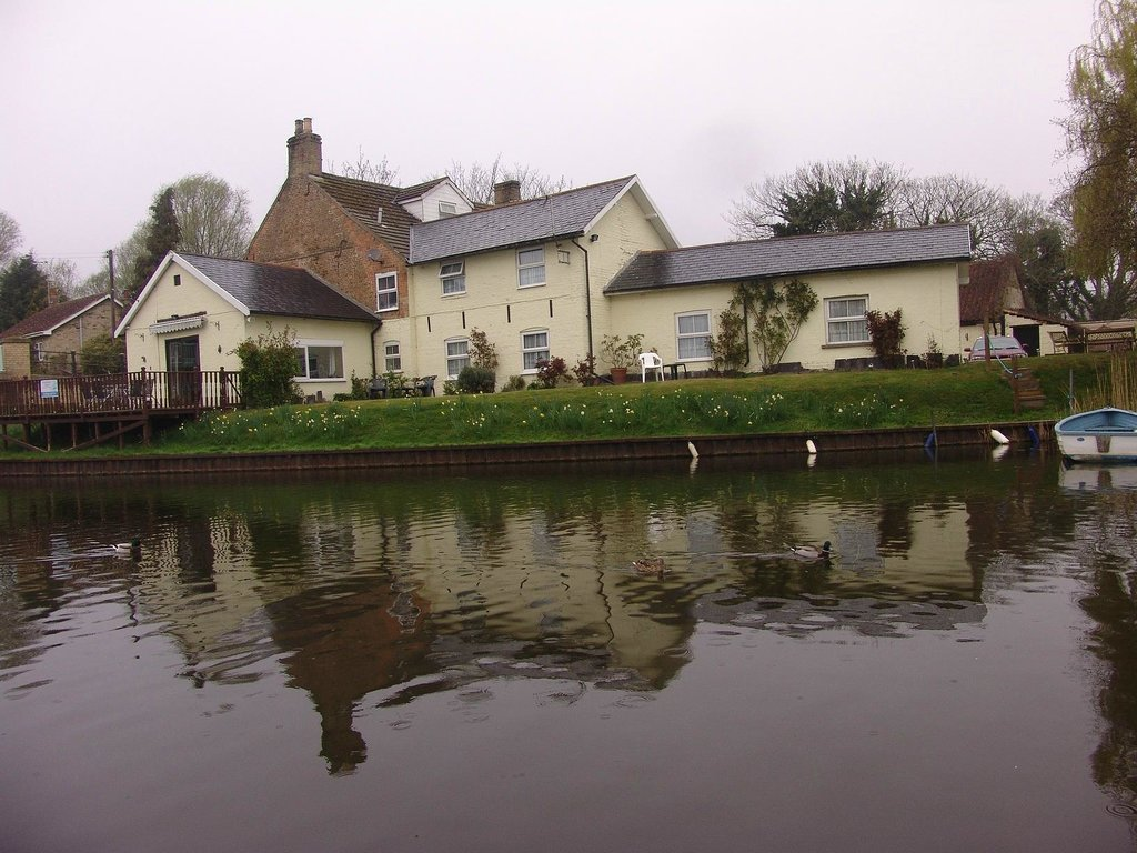 Crosskeys Riverside House