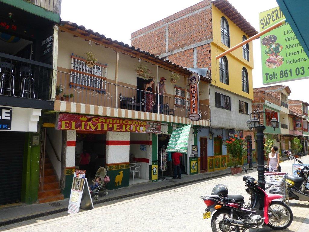 Tomate Cafe Hostel