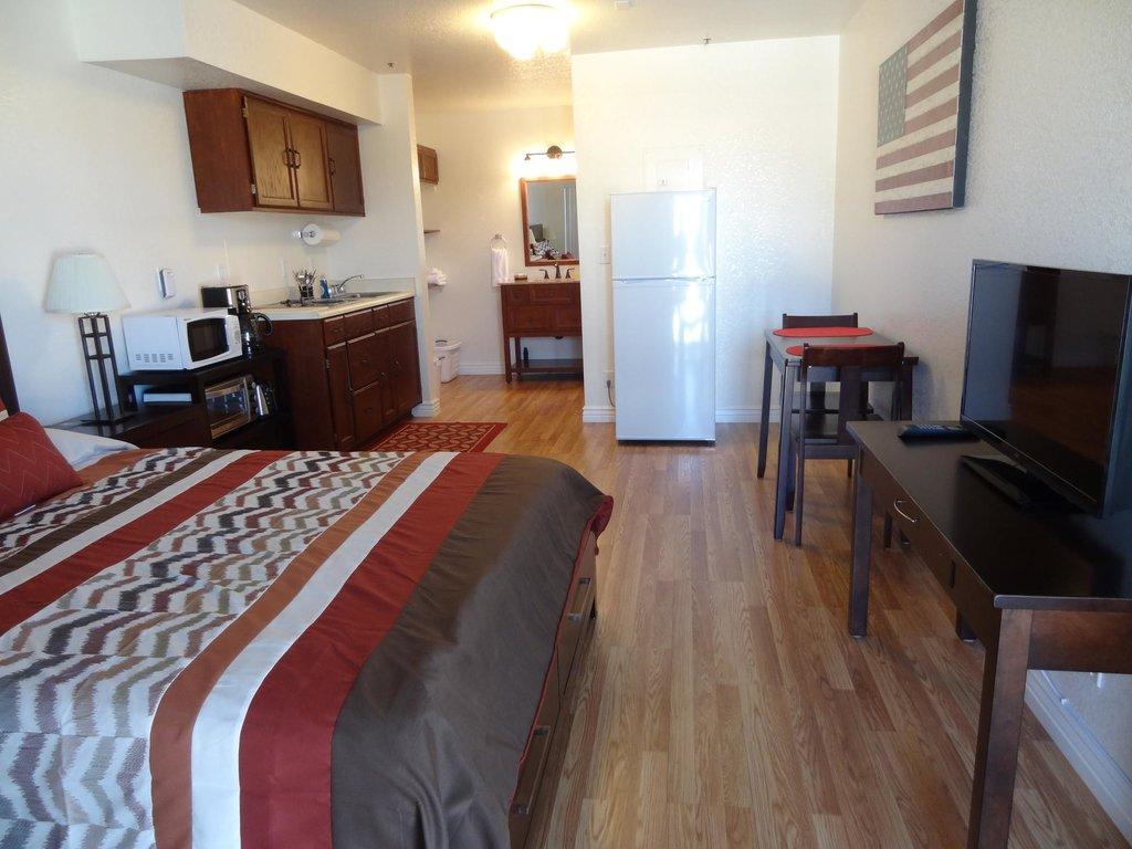 Shangri La River Suites Motel