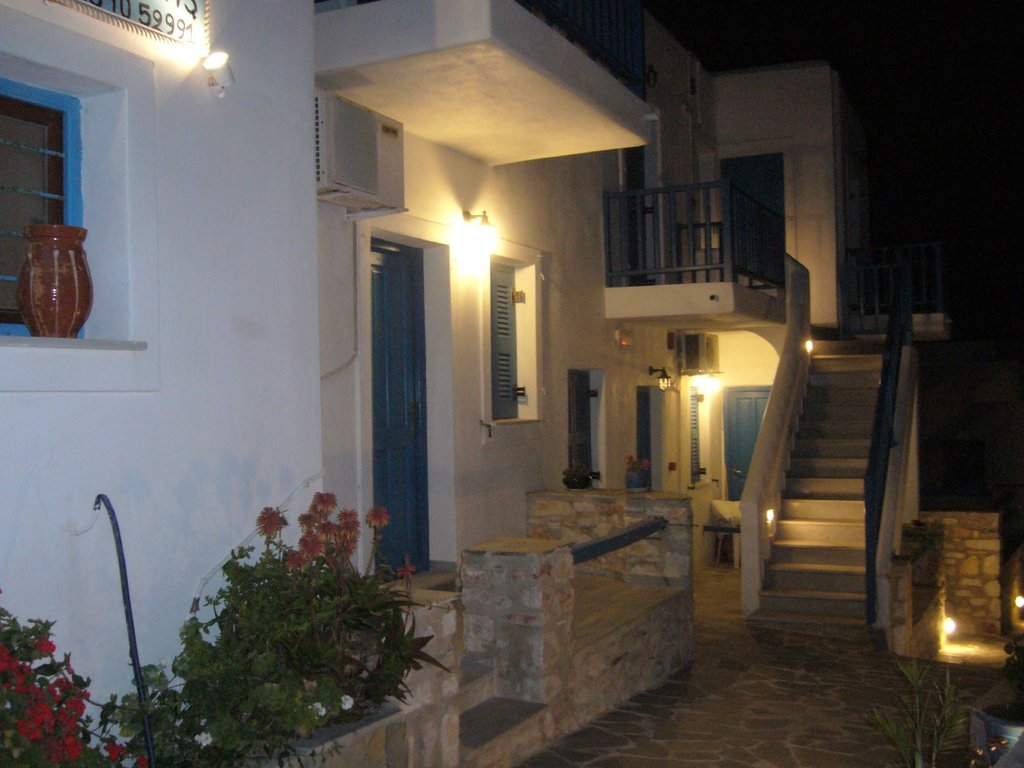 Ioannas Rooms & Apartments