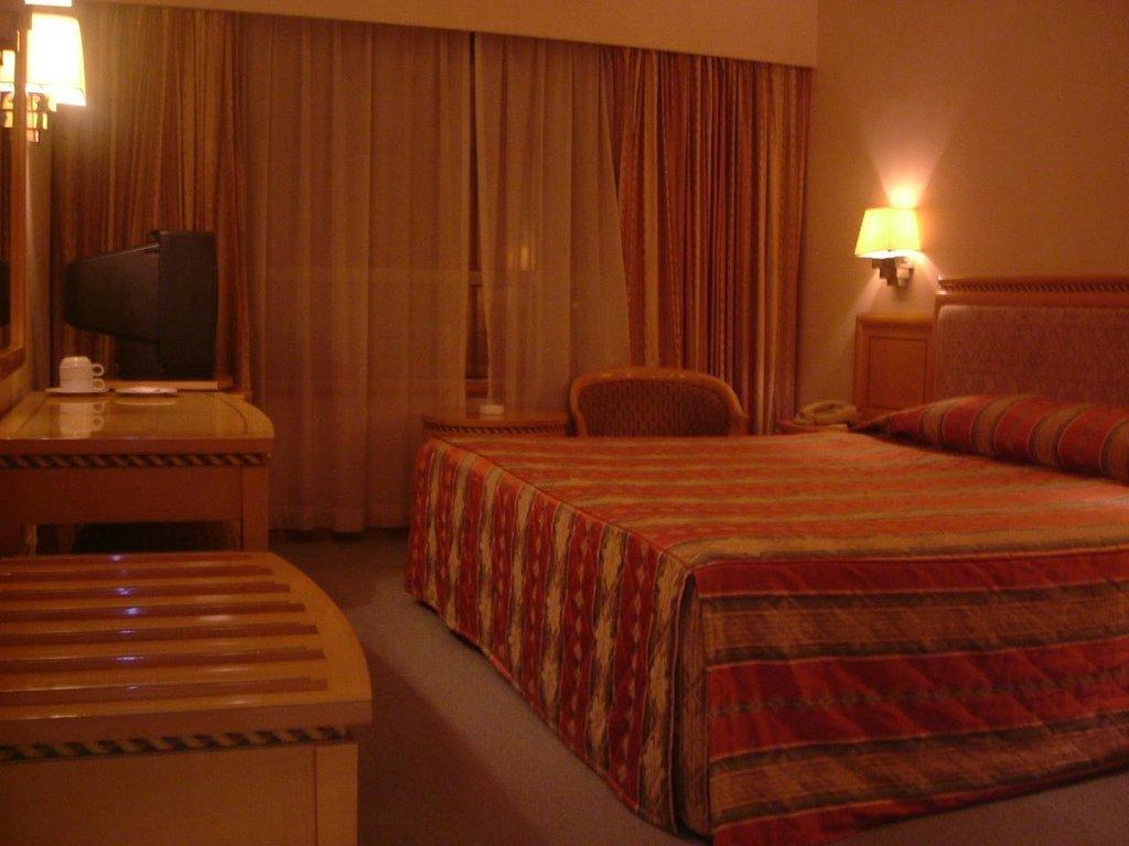 Hotel Golden Crown