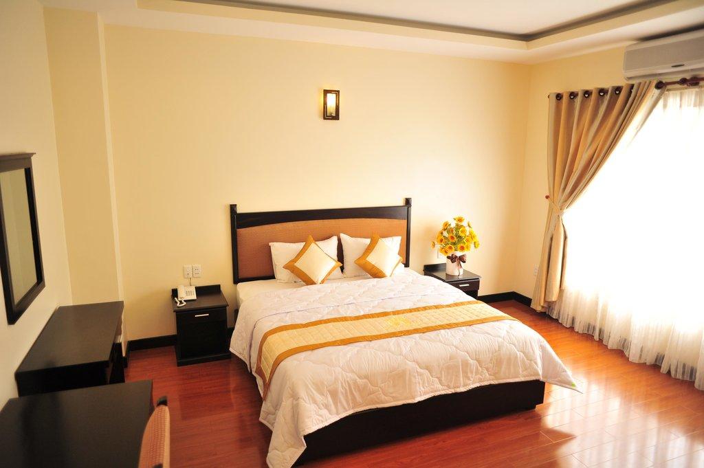 Khach San Hotel