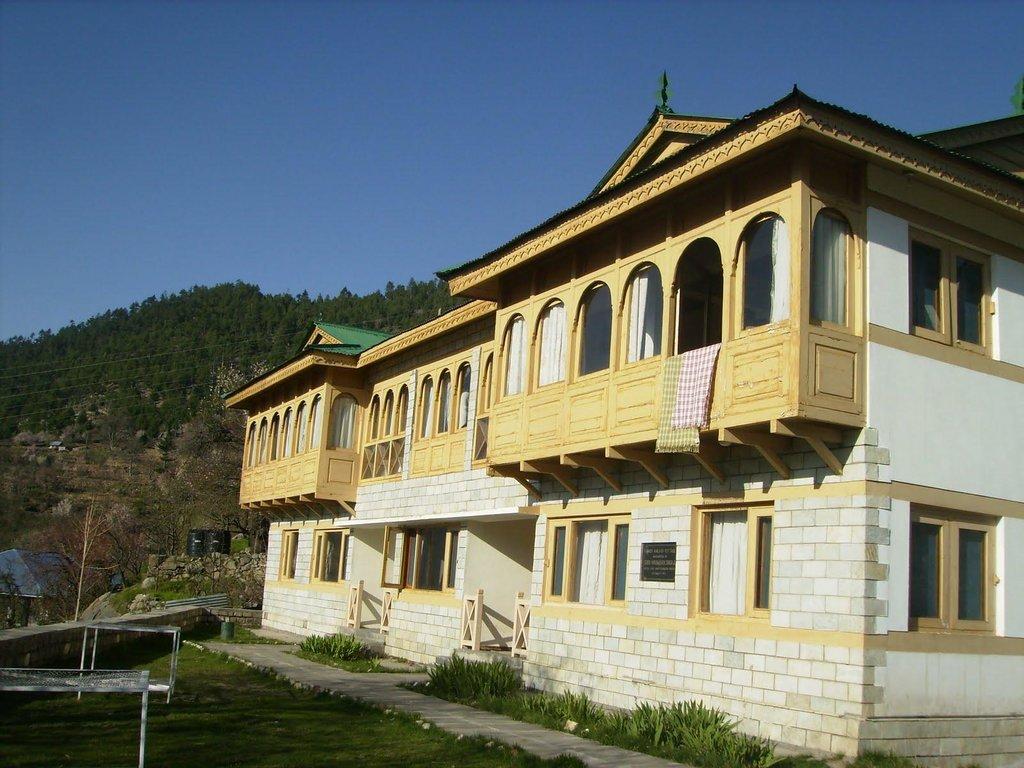 Hotel Kinner Kailash (HPTDC)