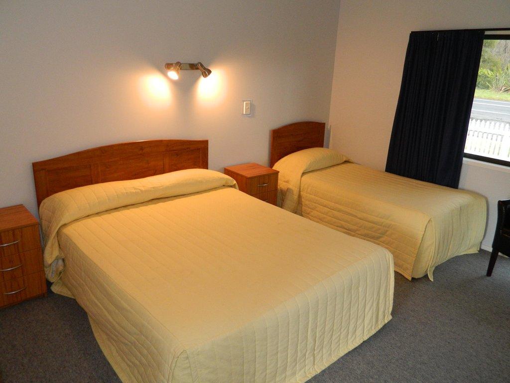Oasis Motel & Caravan Park