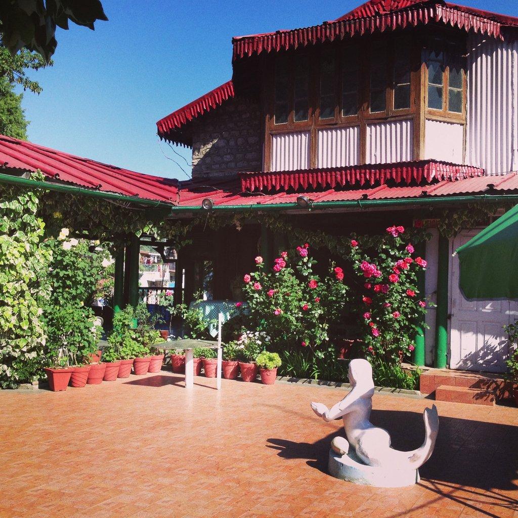 The Royal Hotel & OYO Rooms Tibetan Market Nainital