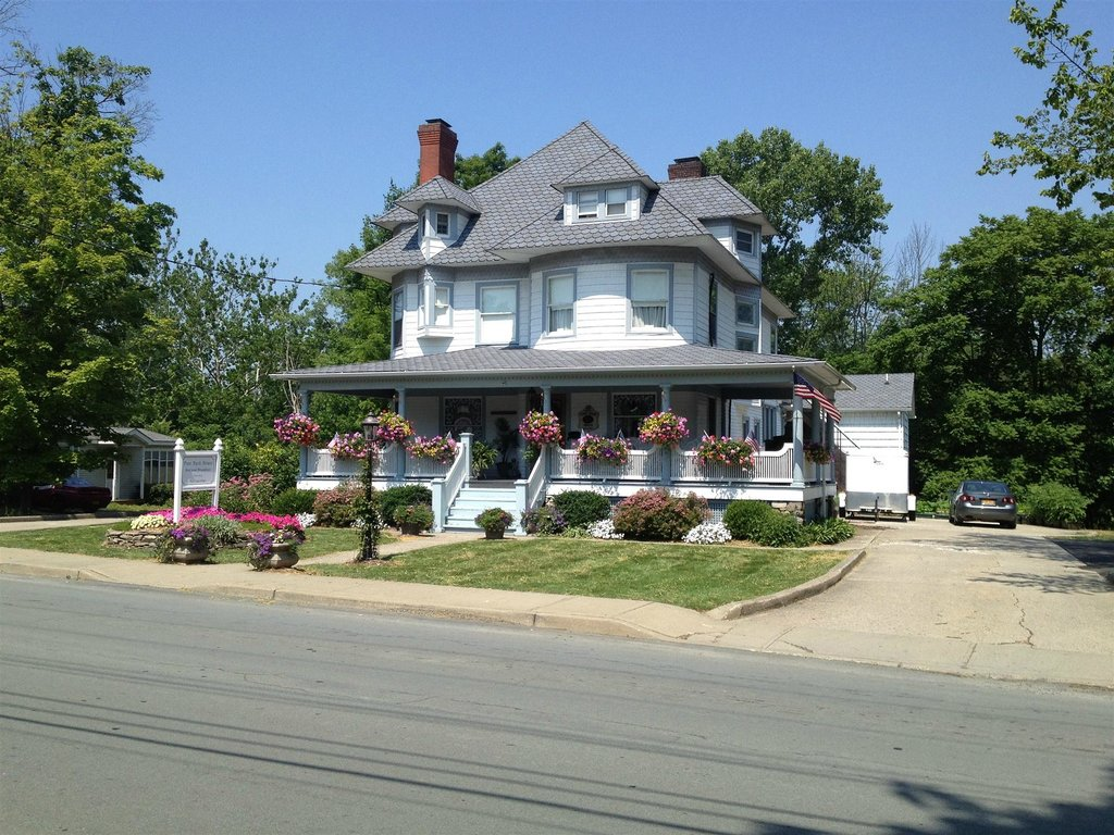 Pine Bush House Bed & Breakfast