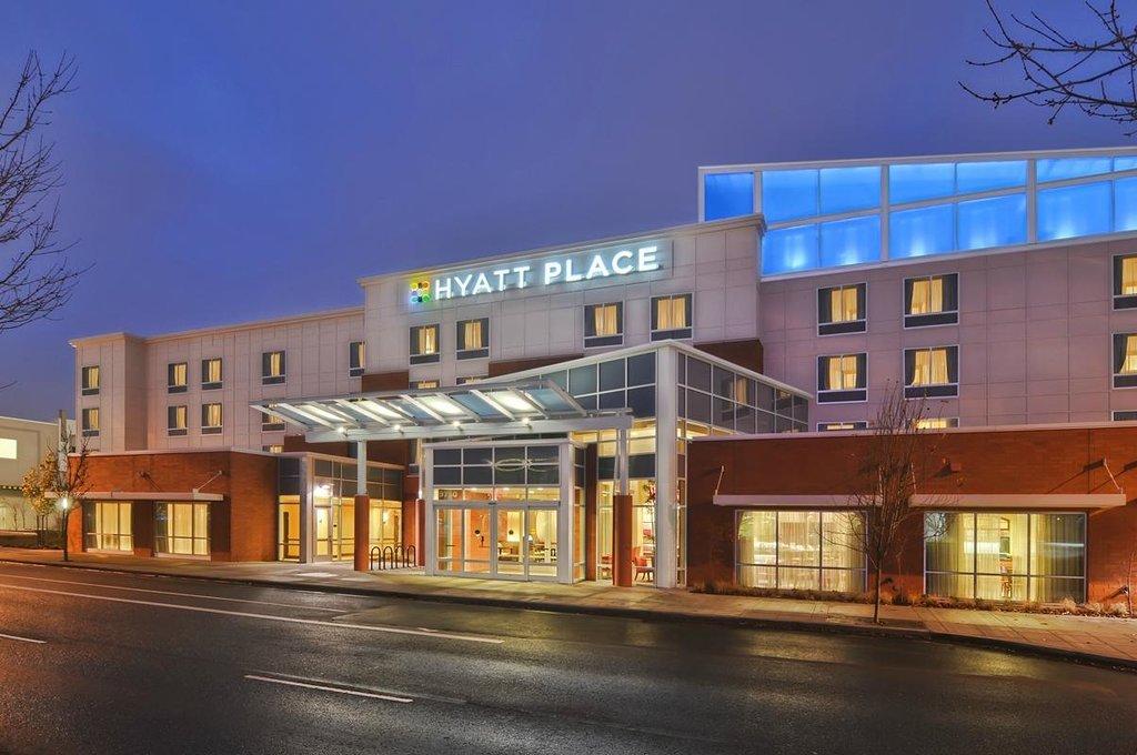 Hyatt Place Portland Airport / Cascade Station