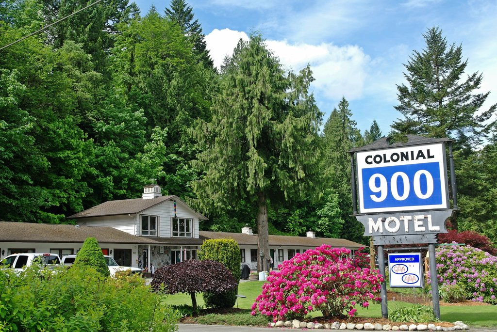 Colonial 900 Motel