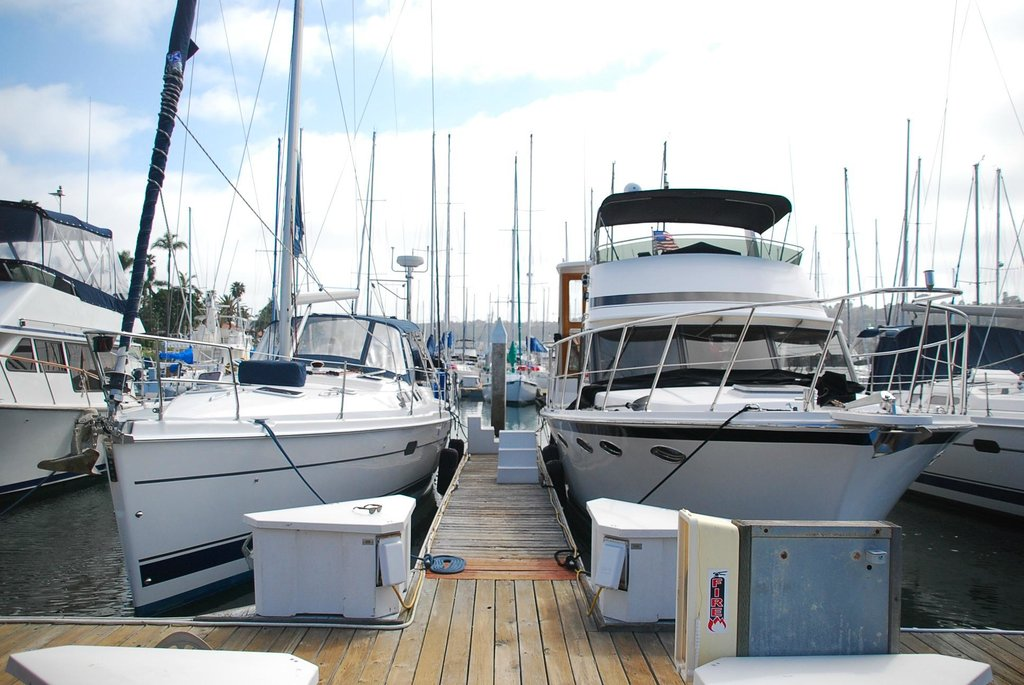 Dockside Yacht Lodging